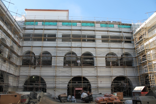 Scaffolding is still up in the coliseum, AKA Goldberg Courtyard.