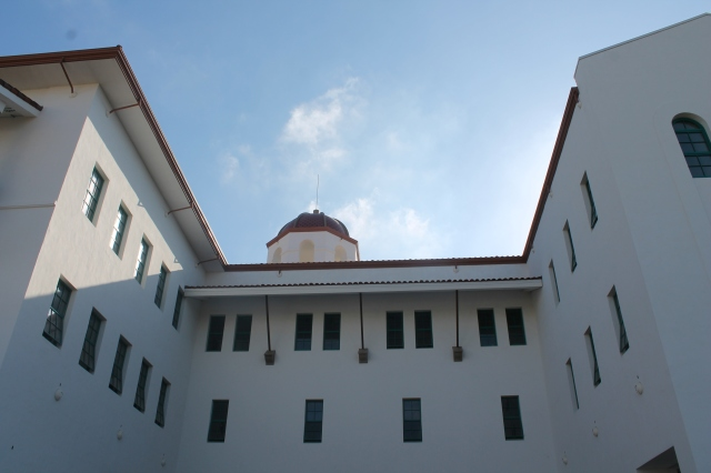The dome peeks over the west side of the building that surrounds the cafe courtyard.